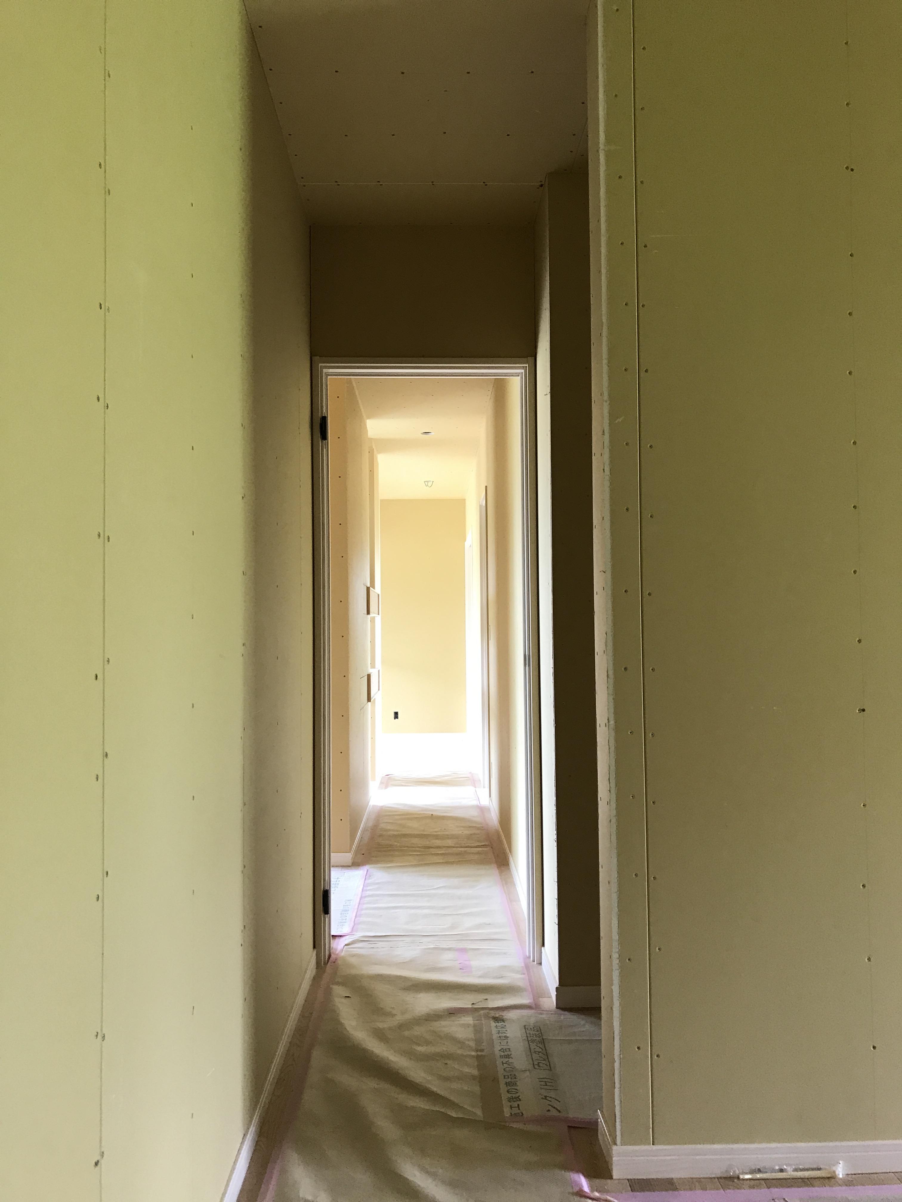 リビングへ通じる廊下