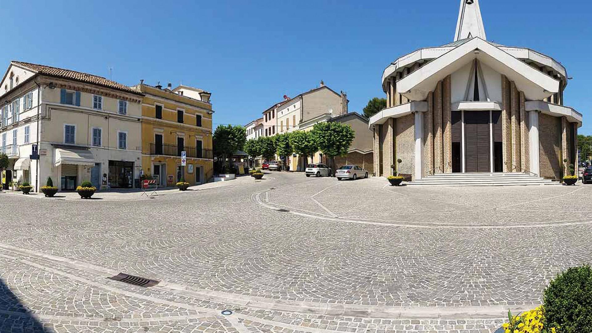 Piazza Numana.jpg