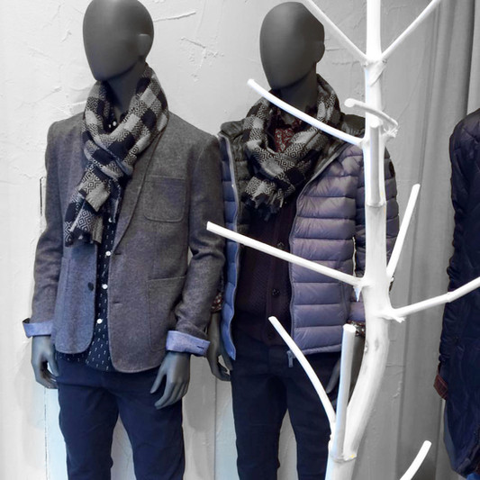 Bonami mannequins_Fashion King collection_men mannequin with abstract head in shopwindow