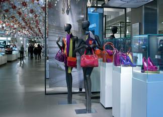 Bonami mannequins_collection voyage_female mannequin for accessoiries_instore John Lewis
