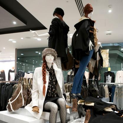 Bonami mannequins_Stylewalk collection_ Mannequin femme tête abstrac avec maquillage et perruque_fashiondisplay