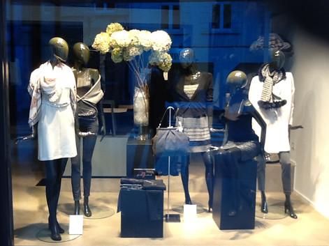 Bonami mannequins_Collection glamaga_abstract vrouwelijke mannequin_vitrine