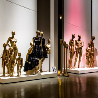 Golden mannequins in Bonami showroom
