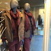 Bonami mannequins_Fashion King collection_ heren etalagepop met abstract hoofd in modewinkel