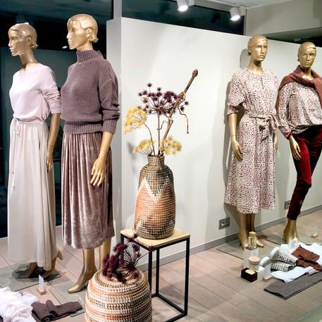 Bonami mannequins_Simpurity collection_female mannequin vitrine