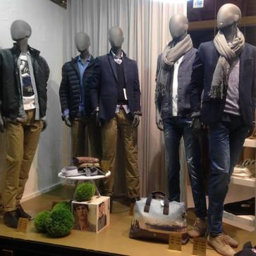 Bonami mannequins_Fashion King collection_man mannequin met abstracte head_instore presentatie