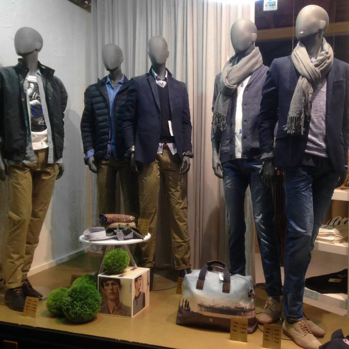 Bonami mannequins_Fashion King collection_men mannequin with abstract head_instore presentation