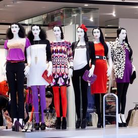 Bonami mannequins_Stylewalk collection_ Mannequin femme tête abstrac avec maquillage et perruque_shopdisplay