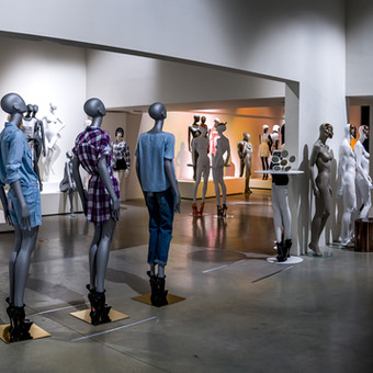 Large choice for mannequins in showroom Aalter