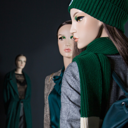 Bonami mannequins_Collection omnia realistic_female mannequins with make-up and wig