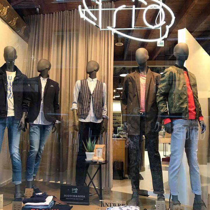 Bonami mannequins_Fashion King collection_men mannequin in shopwindow