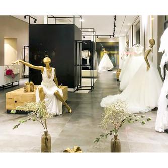 Bonami mannequins_ Fashion Queen shoes_ mannequin femme assise