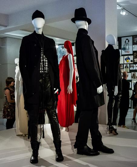 Bonami mannequins_Fashion King collection_man etalagepop met abstract hoofd in modemuseum
