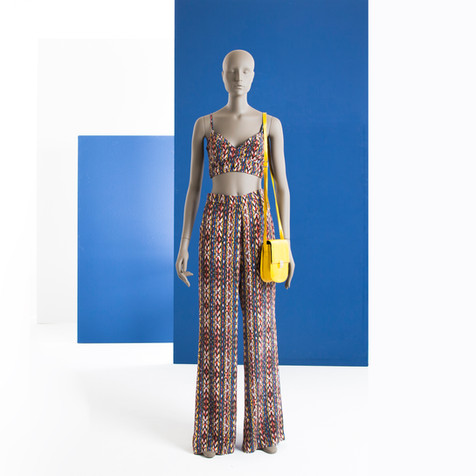Bonami mannequins_Collection Omnia abstract_Vrouwelijke abstracte etalagepop voor kleding en accessoires