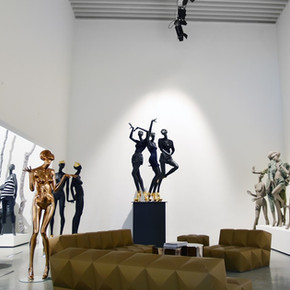 Bonami showroom with mannequins