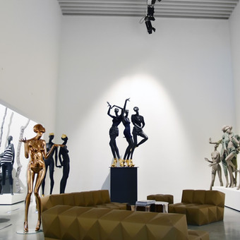 Bonami showroom with mannequins