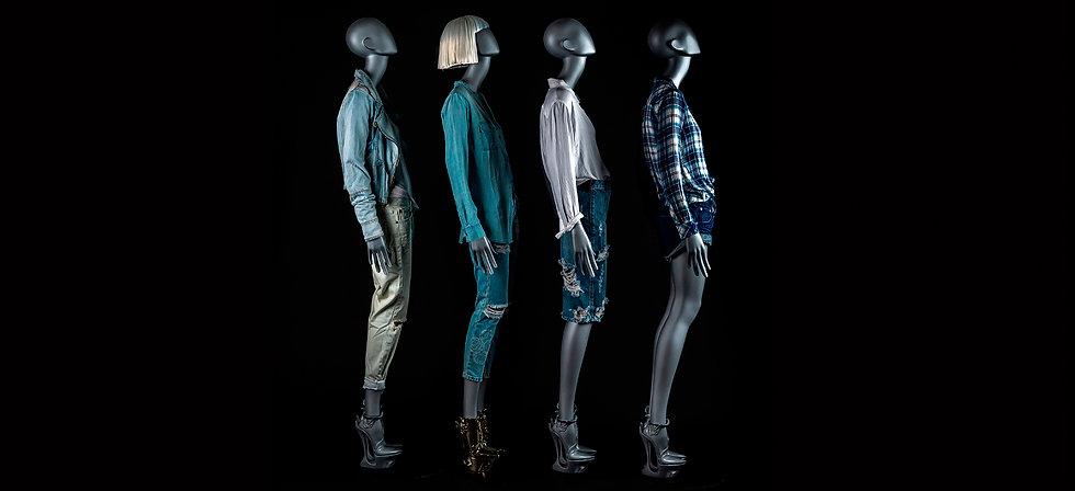 Female mannequins with detachable shoes