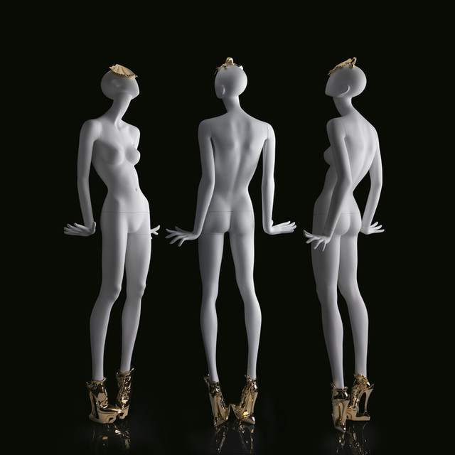 Bonami mannequins_ Fashion Queen shoes_ female mannequin