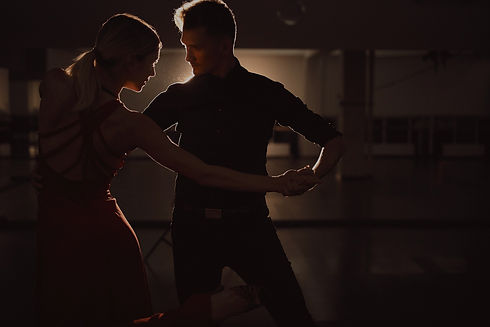 young-beautiful-couple-dancing-with-passion-Arthur%2520Hidden_edited_edited.jpg