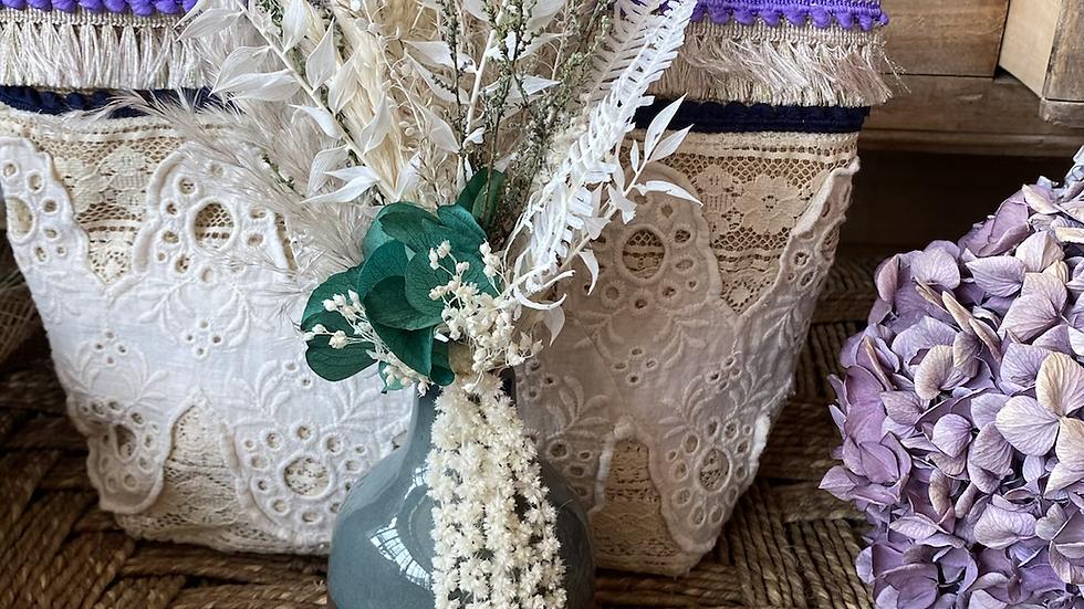 Vase et bouquet de fleurs séchées