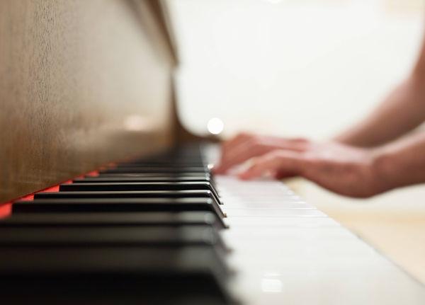 hands-hand-notes-music-34583-2.jpg