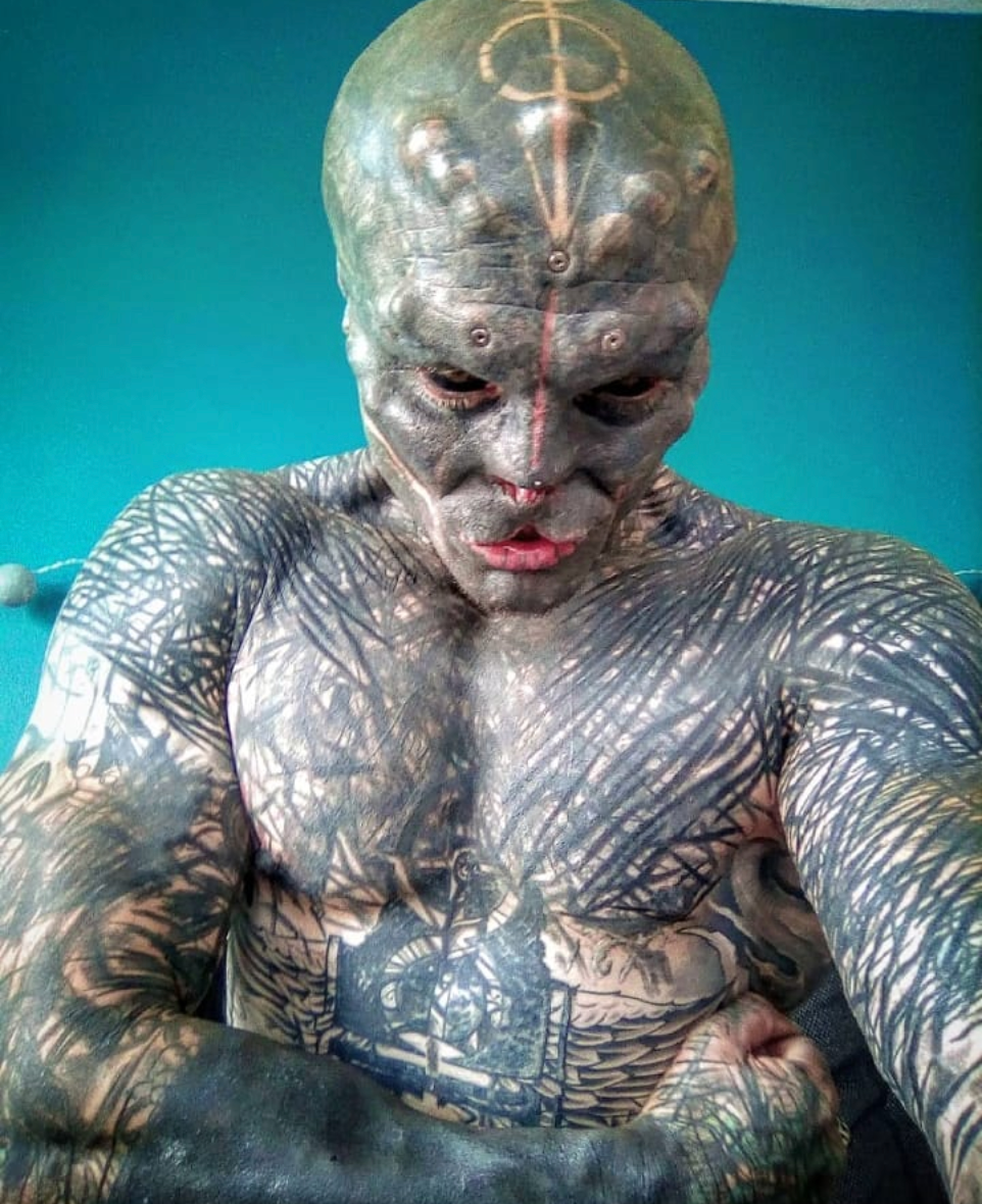 Some fans have urged the Black Alien Project to reconsider having his fingers removed