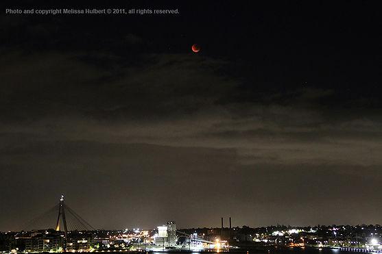 Total Lunar Eclipse 16 June 2011-w.jpg