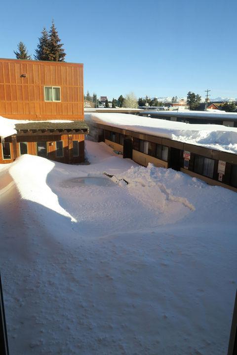 Three Bear Lodge-Swimming Pool-West Yell