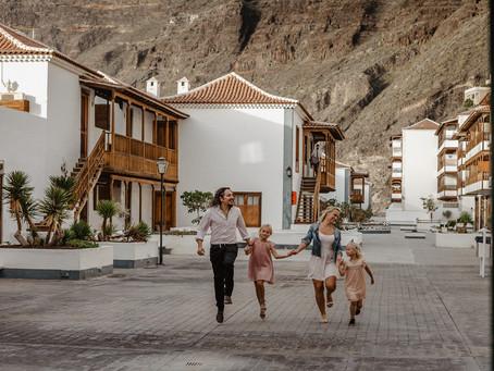 Sesja rodzinna przy klifach Los Gigantes Teneryfa