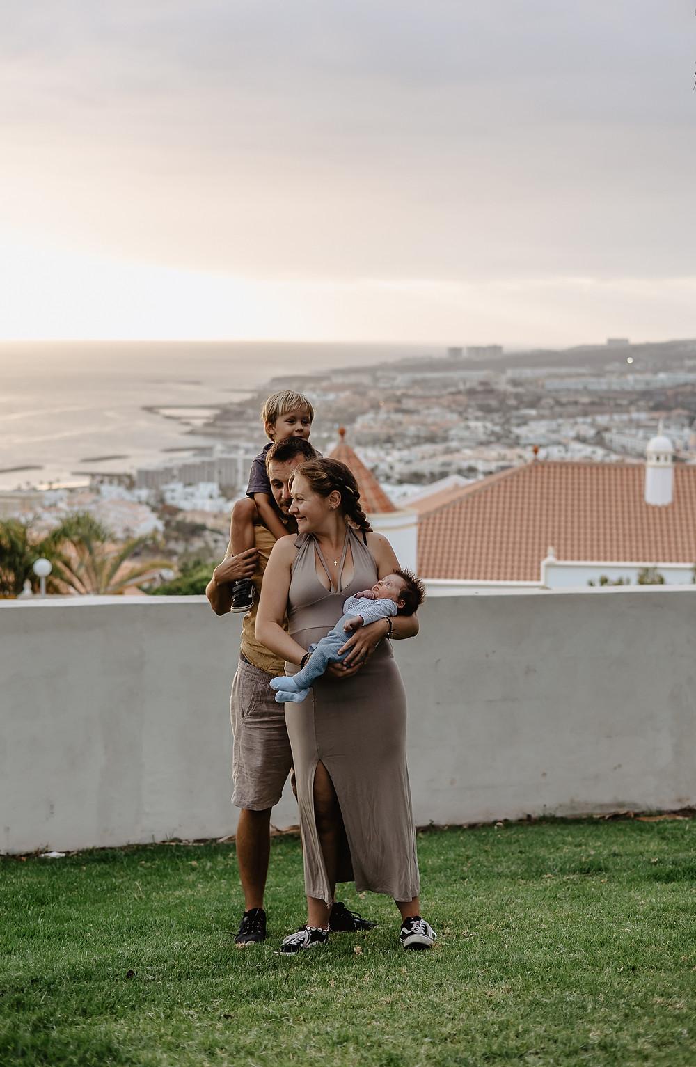 sesja rodzinna z ładnym widokiem na teneryfie