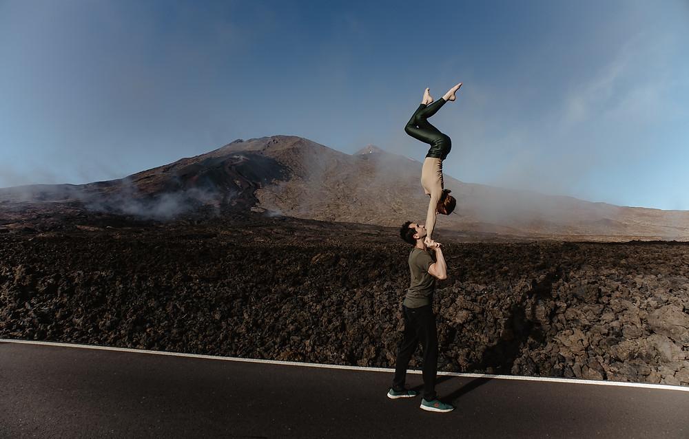 sesja fotograficzna na teneryfie pary narzeczenska zakochanych na wulkanie