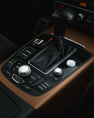 Audi A6 Keskkonsool