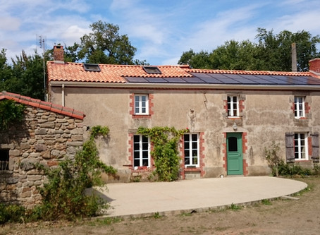Fougeré, rénovation toiture en exploitant le soleil pour du chauffage et de l'électricité!