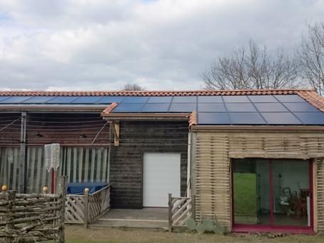 Thorigny, encore plus respectueuse, une maison en paille exploite le soleil !