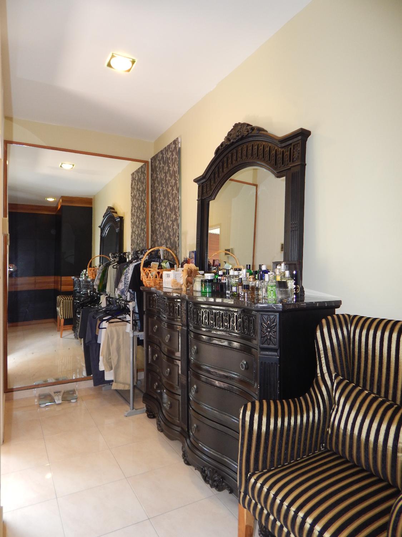 Master dressing area