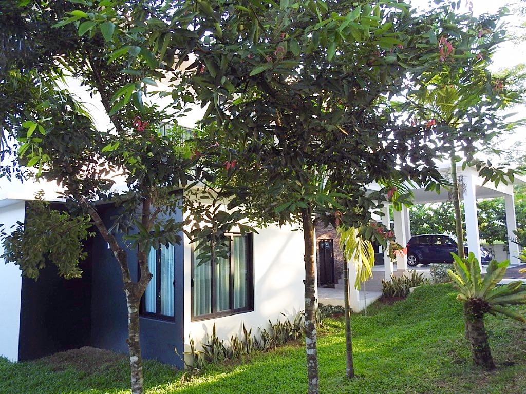 Villa Helang front garden
