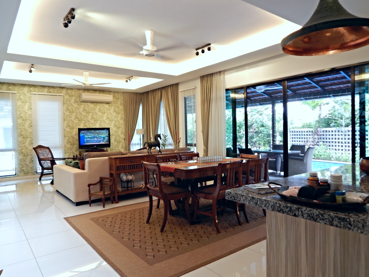 villa setia living room