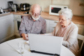 elderly-senior-couple-laptop-computer.jp