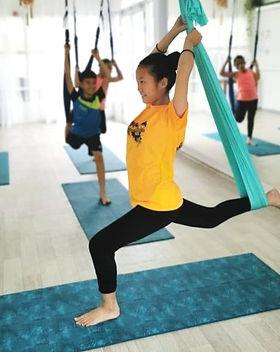 2yclub : Trapeze kids ; dance pose