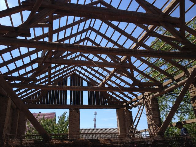 Very tall barn roof structure