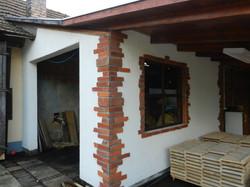 Corner tile feature