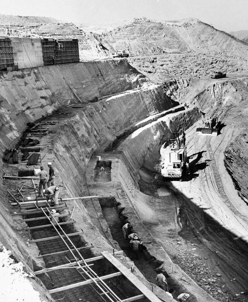 nov_17_1960_dodger_stadium_construciton_