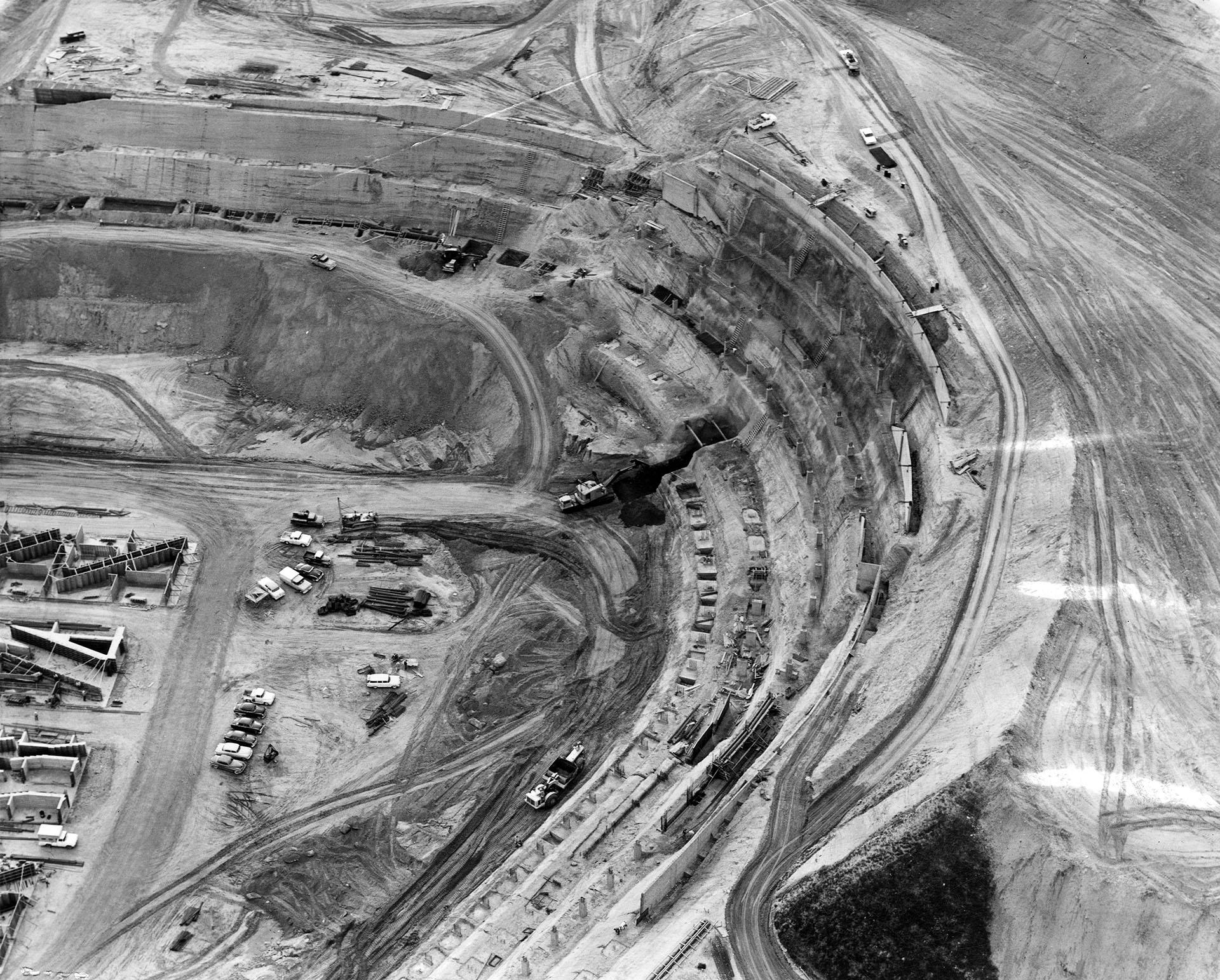 1961_aerial_dodger_stadium_construction_