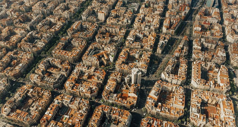 Barcelona iStock-1140331966_edited.jpg