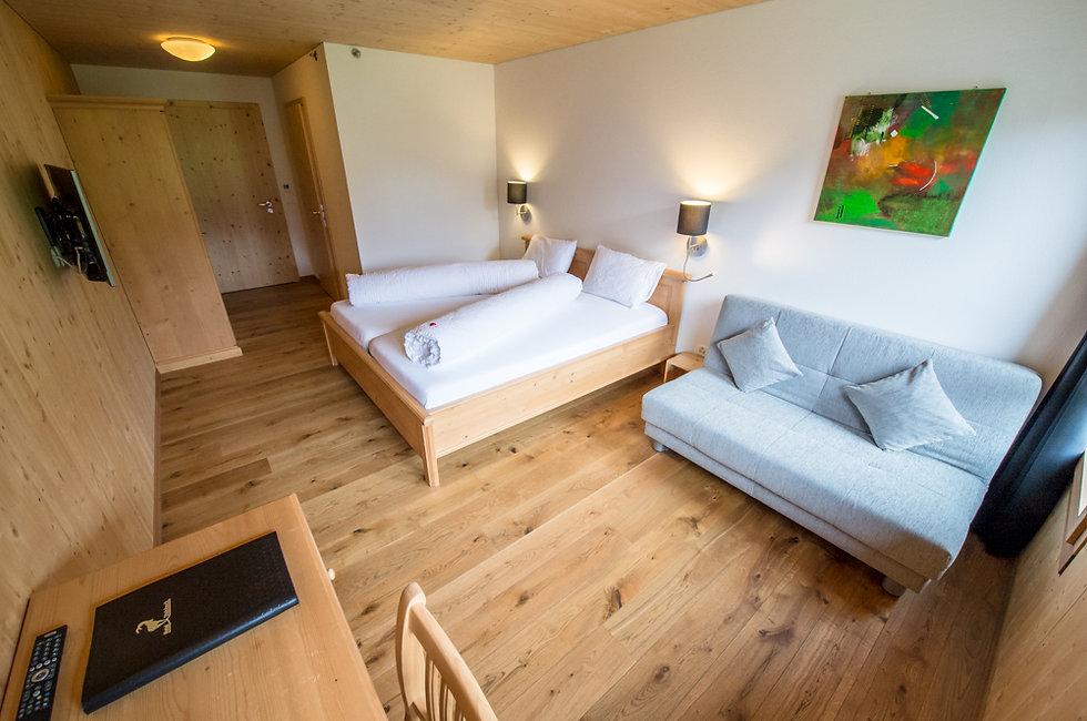 HotelSteinbock Holzzimmer.