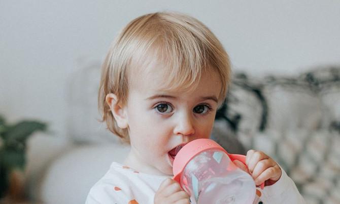 Cómo hidratar a los bebés