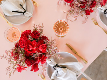 STYLED SHOOT ~ ROSE et ROUGE.