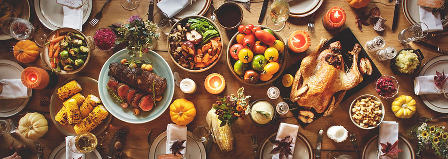 thanksgiving-meal-at-dinner-table.jpg