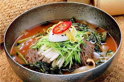 Cold noodles (Naengmyeon)