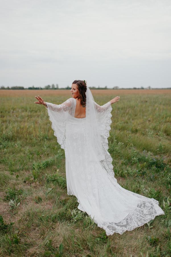 Winnipeg Wedding Photographer Krista Hawryluk - dress with sleeves